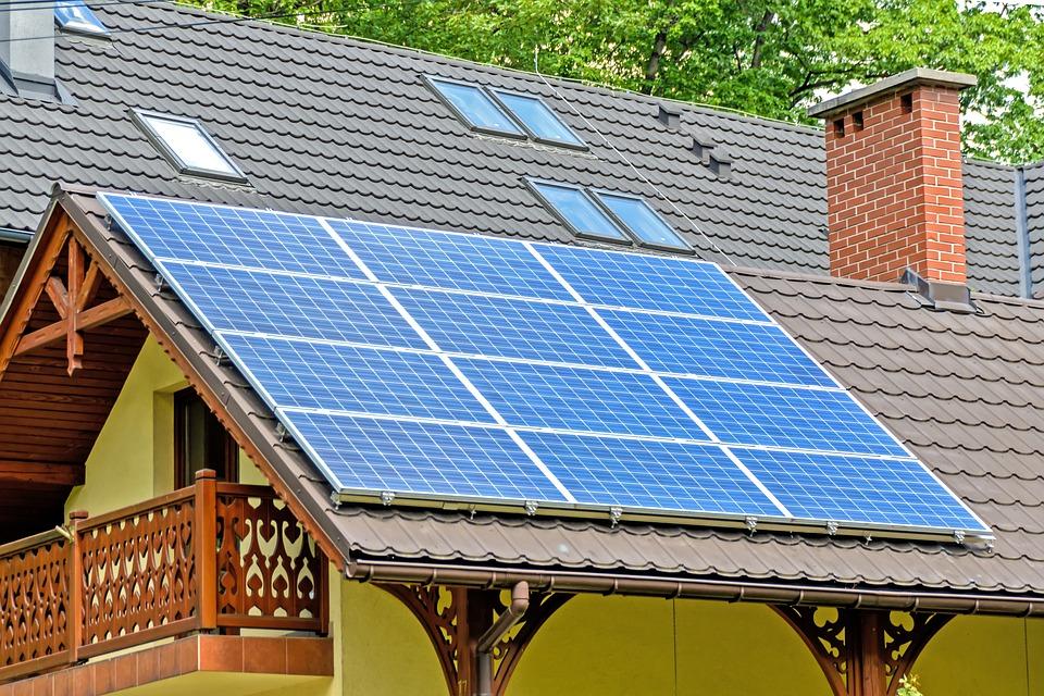Kdy si pořídit elektrárnu na střechu rodinného domu?