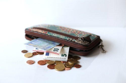 Peníze putují z peněženky